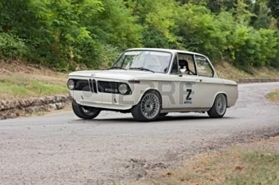 18170817-rocznika-samochodu-bmw-w-rajdowym--predappio-legendy-2012-,-historyczny-wÅ'oskiego-wyÅ